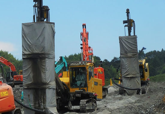 Through utilizing soundproof sheets, this machinery can be used to conduct work even on sites adjacent to safe property.